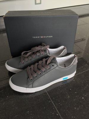 Tommy Hilfiger Sneaker Gr. 40 NEU hellgrau UVP 89,90 EUR