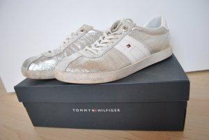 TOMMY HILFIGER Sneaker Größe 38 in silber