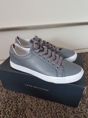 Tommy Hilfiger Sneaker Schuhe Größe 39 grau weiß