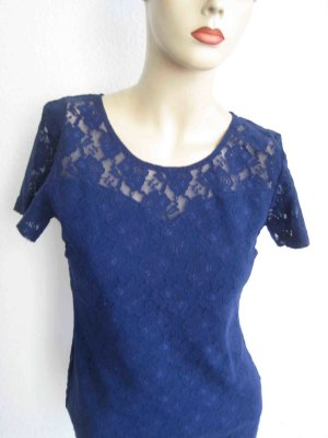 Top aus Spitze in blau -  casual Look