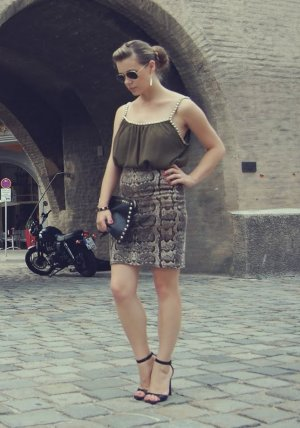 Top grün mit Kette Danity Gr. S 36 38 khaki blogger bluse oberteil asos
