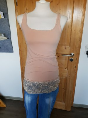 Top in angesagter Farbe