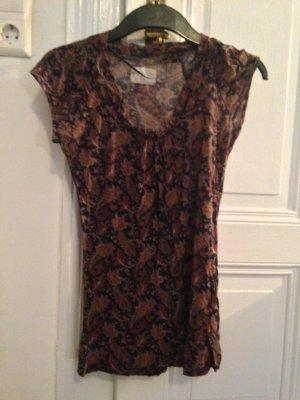 Top mir floralem Muster von Zara