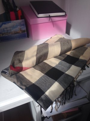 Top quality scarf Burberry look