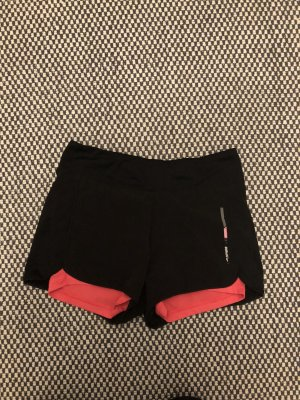 Top sitzende Shorts