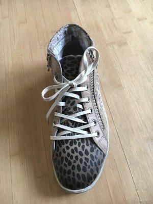 TOP Sneakers Gr. 37 NEU mit Karton