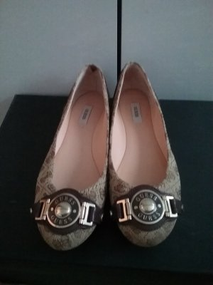 Top standard beautiful guess shoes used only one time