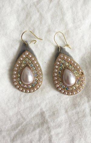 Topfenförmige Ohrringe mit Perlen, hellgrauem Samt und Strasssteinen