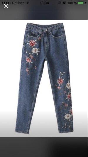 Topshop Jeans mit Blumenbestickung