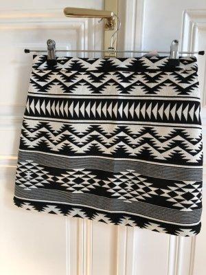 Topshop Minirock mit schwarz-weißem Muster