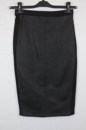 Topshop Rock Jeansrock Gr. 36 schwarz mit Leder Applikation auf Vorderseite  (18/3/055)