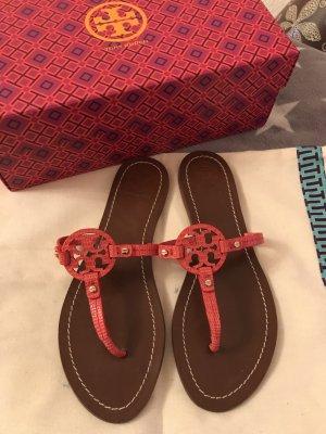 Tory Burch Leder Sandalen in der Farbe Koralle Rot Modell Mini MILLER 199€