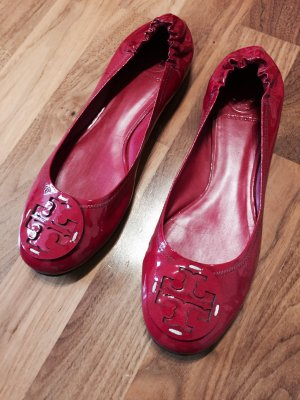 Tory Burch Reva Ballerinas in Lackleder Rot 41
