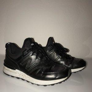 Total Black Sneakers