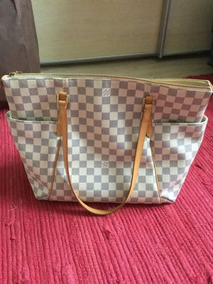 Totally Damier gross