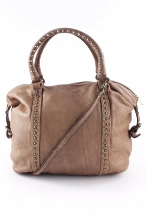 Tote brown casual look