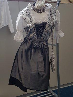 Trachten: Elegantes Dirndl inkl. Bluse und Umhängetasche