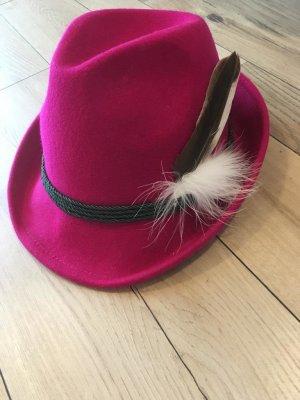Cappello tradizionale rosso lampone