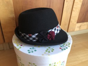 Cappello tradizionale nero-rosso scuro