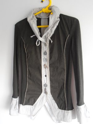Trachtige Bluse mit vielen ausgefallenden Details / Gr. S / oliv - weiß