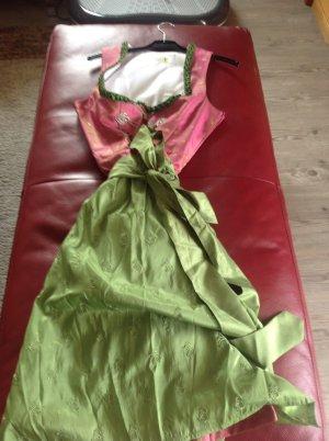 Traditionelles rosa und grünes Dirndl