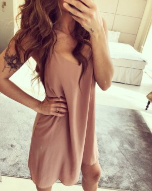 Trägerkleid in nude Cocktail Kleid zara