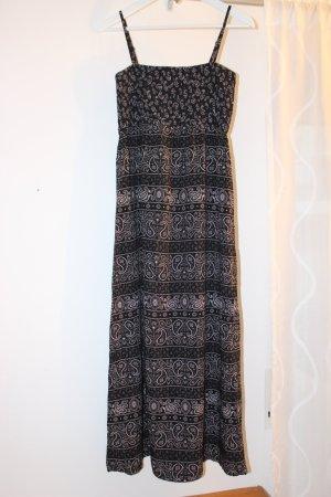 Trägerkleid mit schwarz-weißem Paisley-Muster