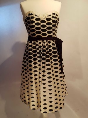 Trägerloses Abendkleid mit Polka Dots