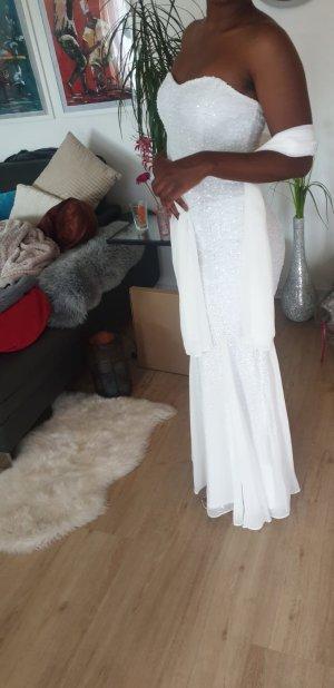 trägerloses Brautkleid mit Schwalbenschwanzsaum