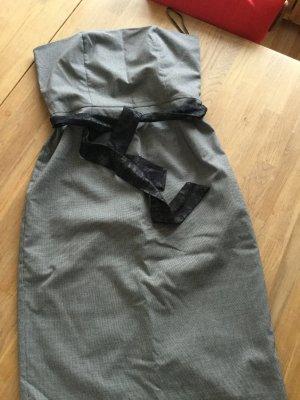 Trägerloses figurbetontes Kleid