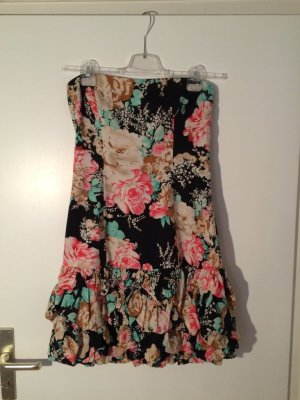 trägerloses geblümtes Kleid