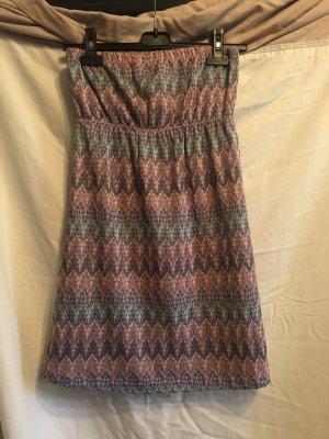 Trägerloses Kleid im Missoni-Look