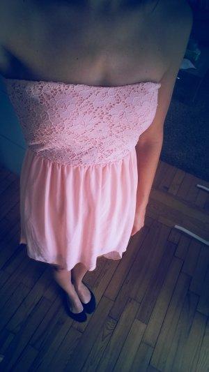 Trägerloses Kleid in Rosa