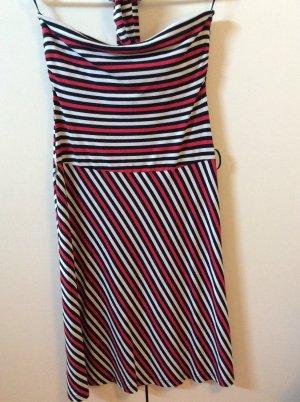 Trägerloses Kleid mit Gürtel