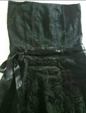 Trägerloses Kleid mit schönem Muster und Schleife
