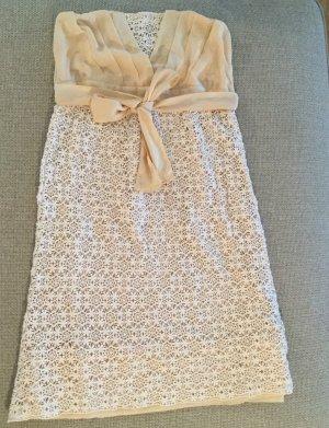 Trägerloses Kleid mit Spitze