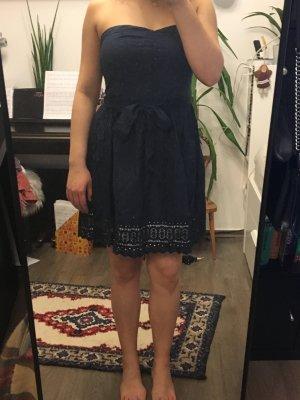 Trägerloses Kleid von AJC