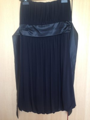 Trägerloses kurzes Kleid mit Satinband