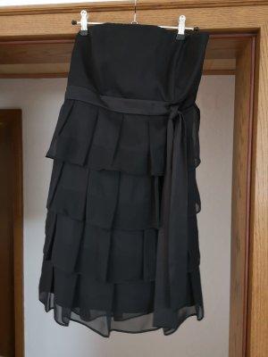 trägerloses kurzes schwarzes Kleid
