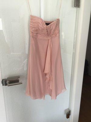 Trägerloses rosa Kleid