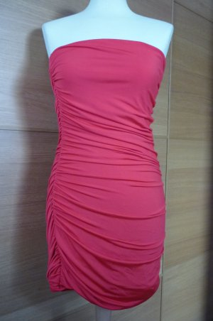 trägerloses rotes Kleid