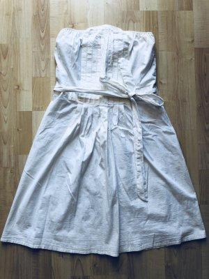 Trägerloses weißes Sommerkleid