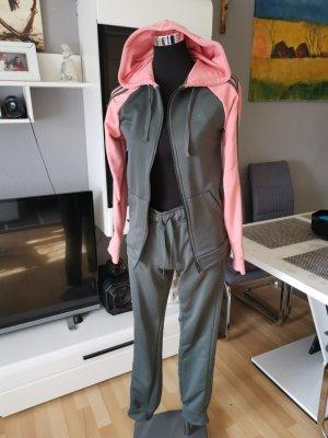 Trainingsanzug von Adidas, grau, pink, Must Have