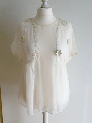 Transparente Bluse mit Stickereien und Blumen Applikationen.