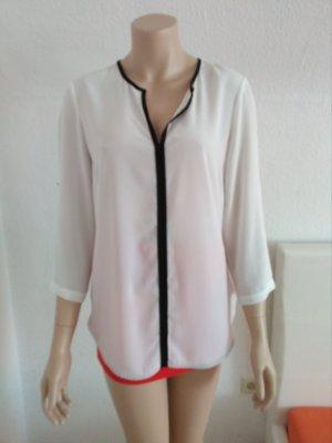 Transparente Bluse mit vertikalem schwarzen Einsatz in der Mitte.