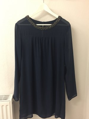 Transparentes Kleid mit Pailletten am Hals