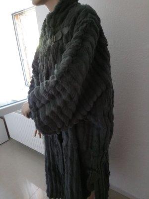 Manteau de fourrure gris-gris foncé