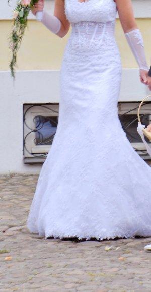 Traumbrautkleid mit Corsage und Schleppe in weiß