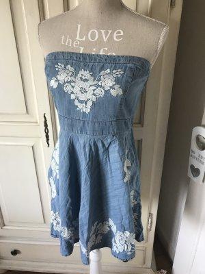 Traumhaft schönes Jeanskleid von Abercrombie&Fitch mit Stickereien