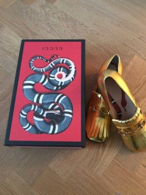 Traumhafte goldene Loafers von Gucci
